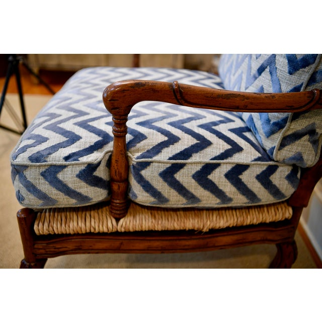 Fremarc Design Robert Allen Modern Oversized Contemporary French Bergere Upholstered Club Lounge Chair& Ottoman in Blue / Grey Geometric Zebra Pattern For Sale In New York - Image 6 of 12