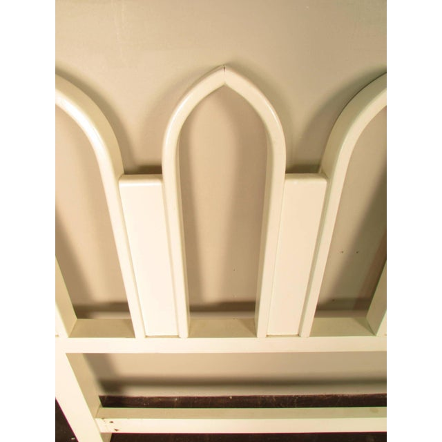 1965 Harvey Probber Full or Queen-Size White Gothic Arch Headboard - Image 4 of 5