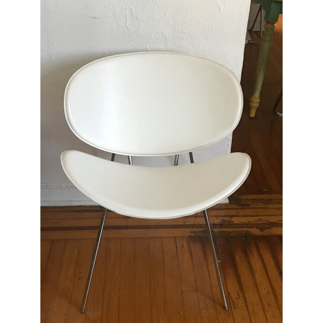 Mid-Century Modern White Leather Clam Shell Chair For Sale - Image 3 of 4
