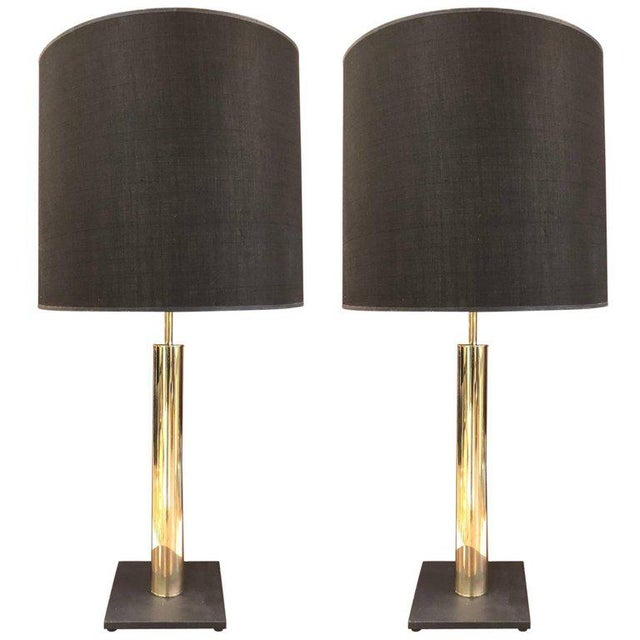 Hollywood Regency Pair of Polished Brass Cylindrical Lamps on Slate Base For Sale - Image 3 of 3