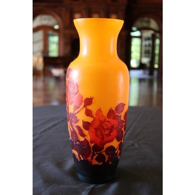 Black Glass Square Vase Surrounded Hono