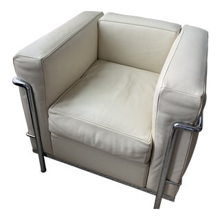 Modern Cassina Lc2 Leather ArmChair For Sale