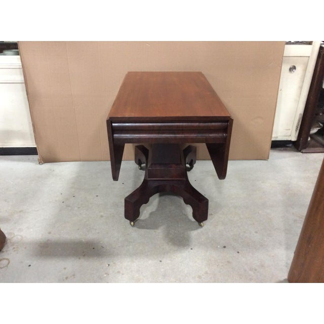 Wood 19th Century American Classical Mahogany Drop Leaf Table For Sale - Image 7 of 9