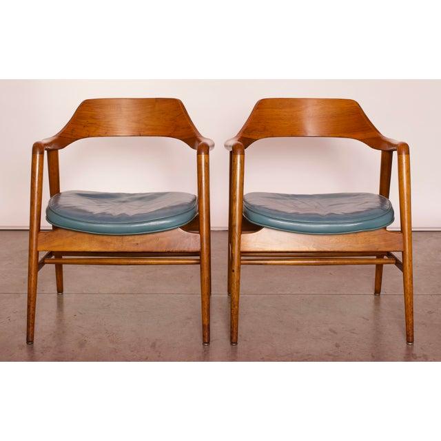 Danish Modern 1960s Vintage Gunlocke Co. Walnut Armchairs - a Pair For Sale - Image 3 of 12