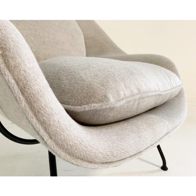 Mid-Century Modern Eero Saarinen Womb Chair in Loro Piana Alpaca Wool For Sale - Image 3 of 13