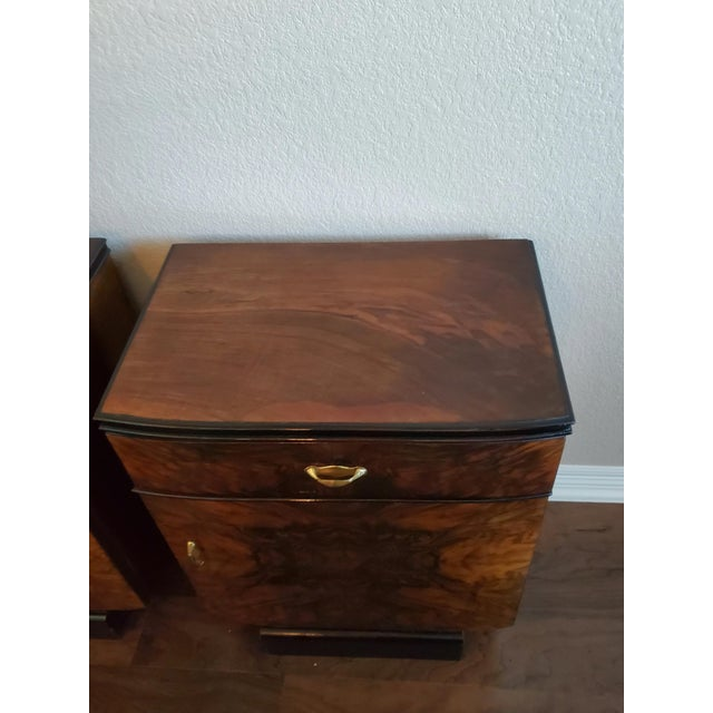 1930s Italian Art Deco Highly Figured & Burled Walnut Bedside Cabinet - a Pair For Sale - Image 4 of 12