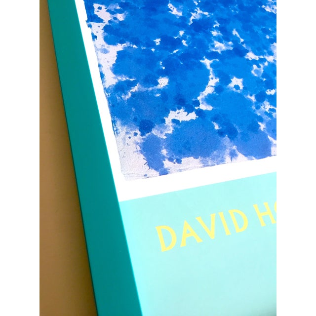 """Glass David Hockney Rare Vintage 1988 Iconic Lithograph Print Framed Exhibition Poster """" Day Pool With Three Blues """" 1978 For Sale - Image 7 of 13"""