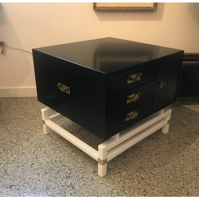 Mid 20th Century Mid-Century Modern Black and Brass Nightstands on White Base - a Pair For Sale - Image 5 of 10