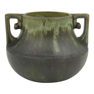 Early 1900s Fulper Pottery Vase With Matte Leopard Skin Glaze and Scrolled Handles For Sale