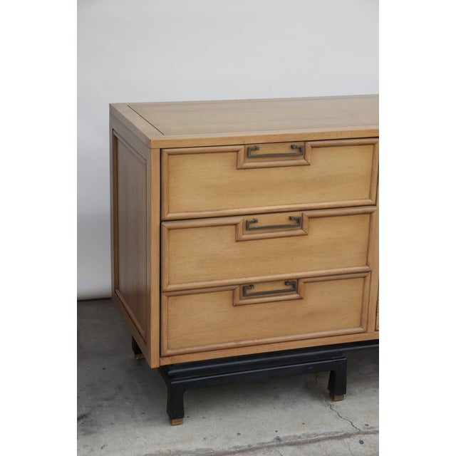 1960s Mid Century American of Martinsville Large Bleached Mahogany Dresser For Sale - Image 5 of 10