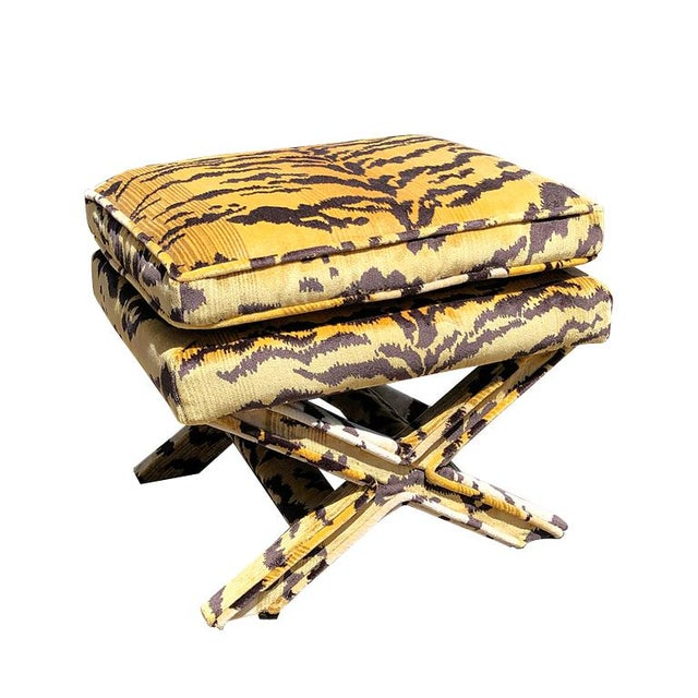Hollywood Regency Billy Baldwin 1950s Vintage Tiger Print X Bench Stool in Tiger Print Attributed to Scalamandre For Sale - Image 3 of 7