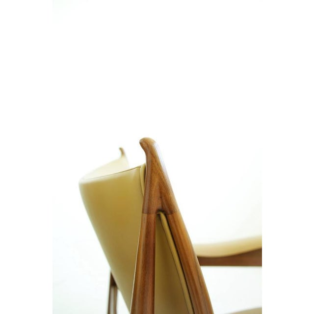 Tan Pair of Finn Juhl Chieftain Lounge Chairs For Sale - Image 8 of 10