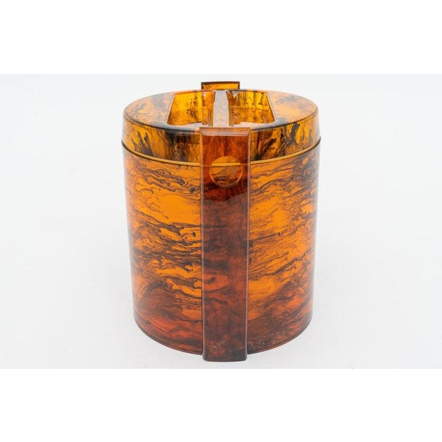 Faux Tortoise Shell, Marbleized Lucite Ice Bucket With Tongs From 1970s Italy For Sale - Image 11 of 13