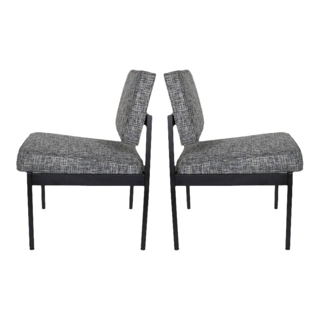 Pair of Mid-Century Modern Easy Chairs in the Style of Florence Knoll For Sale