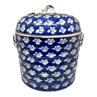 Chinese 19th Century Blue & White Porcelain Covered Jar For Sale
