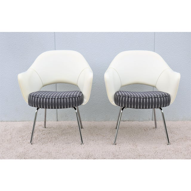 Mid-Century Modern Eero Saarinen for Knoll White Executive Arm Chairs - a Pair For Sale In New York - Image 6 of 13