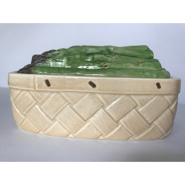 Absolutely adorable little ceramic basket with a removable asparagus lid. The asparagus is arranged in such a way as it...
