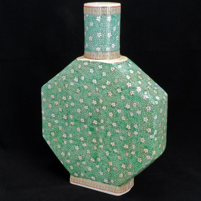 Early 20th Century Chinese Porcelain Vase For Sale - Image 4 of 9