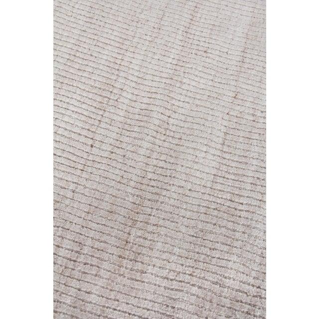 "Transitional Hamm Hand loom Wool/Viscose Light Beige Rug-6'x9"" For Sale - Image 3 of 8"