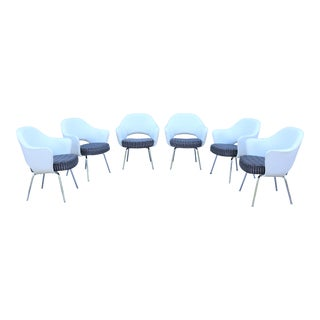 Mid-Century Modern Eero Saarinen for Knoll White Executive Arm Chairs - Set of 6 For Sale