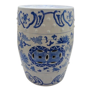 Late 20th Century Vintage Traditional Chinoiserie Blue & White Ceramic Garden Stool For Sale