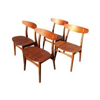 Set of 4 Hans Wegner Ch-30 Dining Chairs Produced by Carl Hansen & Son. For Sale