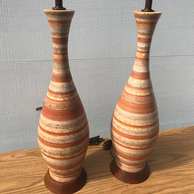 A nice vintage pair of tall striped pottery table lamps.