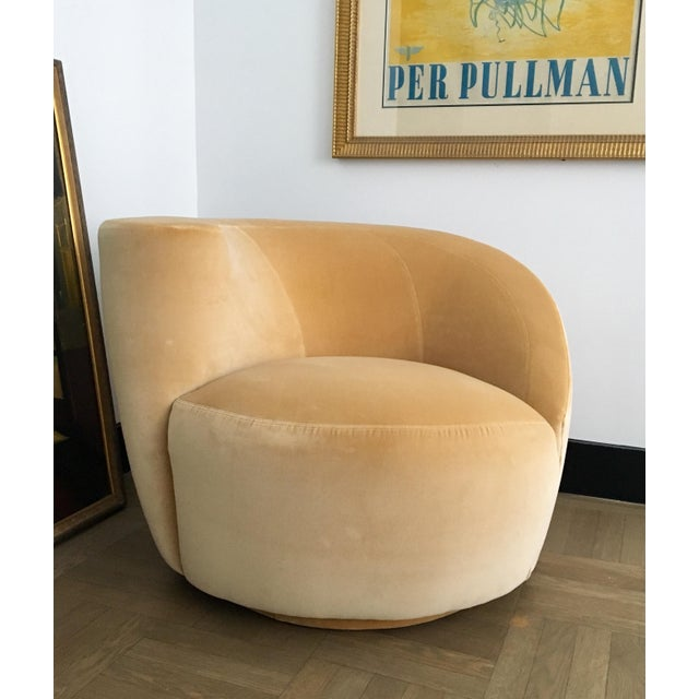 Hollywood Regency Vladimir Kagan for Directional Nautilus Swivel Chair Upholstered in Kravet Gold Velvet For Sale - Image 3 of 5