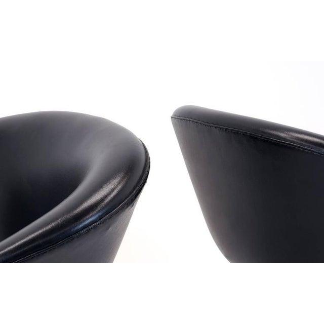 Danish Modern Pair of Arne Jacobsen Pot Chairs Made by Fritz Hansen, Denmark For Sale - Image 3 of 7