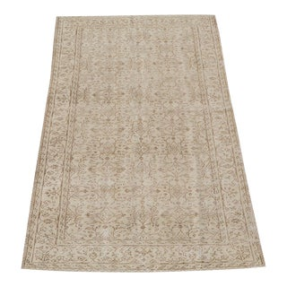"Vintage Hand Knotted Turkish Cream Wool Rug - 8'5""x4'6"" For Sale"