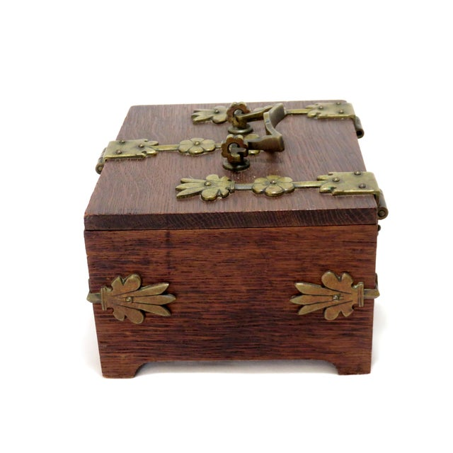1910s Early 20th Century Antique Arts & Crafts Oak and Bronze Box For Sale - Image 5 of 13
