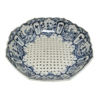 Kangxi Porcelain Pierced and Footed Bowl For Sale