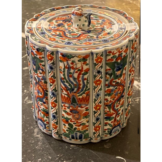 Chinese Wanli Wucai Chinese Export Lidded Box For Sale - Image 3 of 12