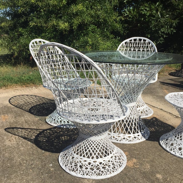 Mid Century Russell Woodard Spun Fiberglass White Outdoor Dining Set For Sale In Charlotte - Image 6 of 8