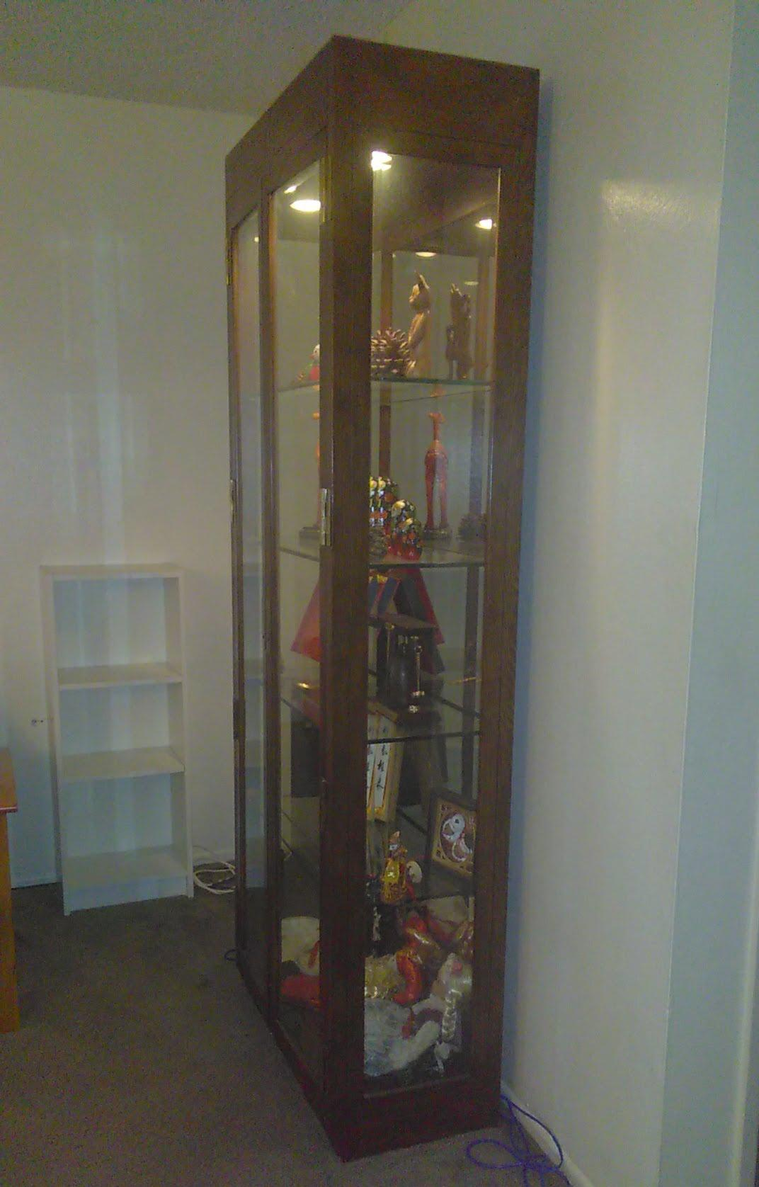 1960s 1960s Vintage Curio Lighted Glass Display Cabinet For Sale   Image 5  Of 7