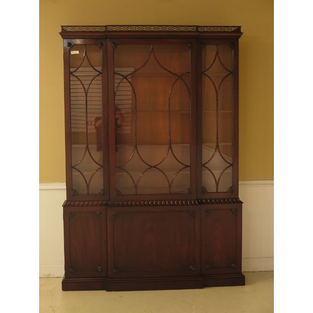 A KITTINGER Colonial Williamsburg Model CW-38 Mahogany Breakfront Bookcase. Age: Approx: 60 Years Old Details: Colonial...