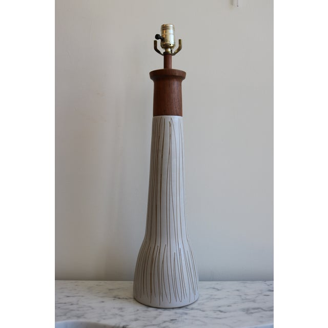 Mid-Century Martz White & Brown Ceramic Table Lamp - Image 2 of 4