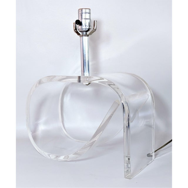 Transparent Dorothy Draper Style Lucite Table Lamp For Sale - Image 8 of 13