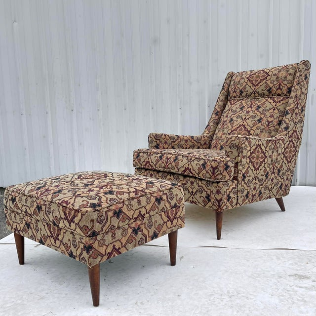 This shapely mid-century modern lounge chair with ottoman offers the perfect mix of style and comfort in a uniquely...