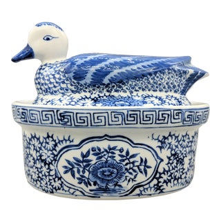 20th Century Chinoiserie Blue and White Ceramic Duck Covered Baking and Serving Dish For Sale