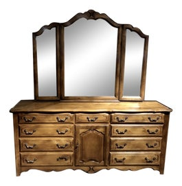 Image of Ethan Allen Dressers and Chests of Drawers