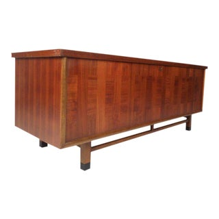 Wonderful Vintage Modern Cedar Chest by Lane Furniture For Sale