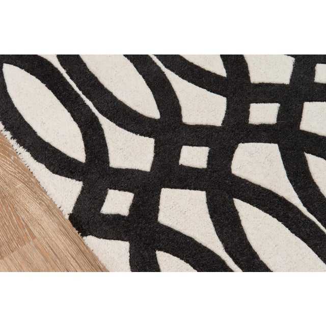 "Contemporary Momeni Delhi Hand Tufted Black Wool Runner - 2'3"" X 8' For Sale - Image 4 of 7"