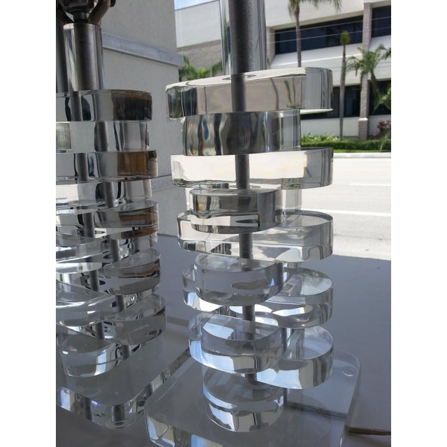Charles Hollis Jones 1970s Stacked Sparkling Lucite Table Lamps - a Pair For Sale - Image 4 of 10