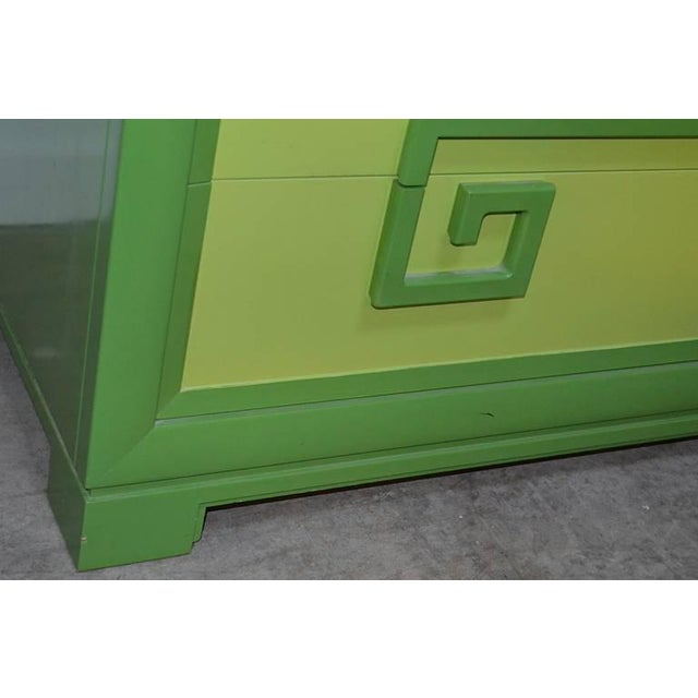 1950s Green Kittinger Two-Tone Greek Key Chests - A Pair For Sale - Image 5 of 9