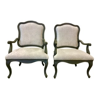 Ferguson Copeland French Style Gray and White Scalloped Carved Armchairs Pair For Sale