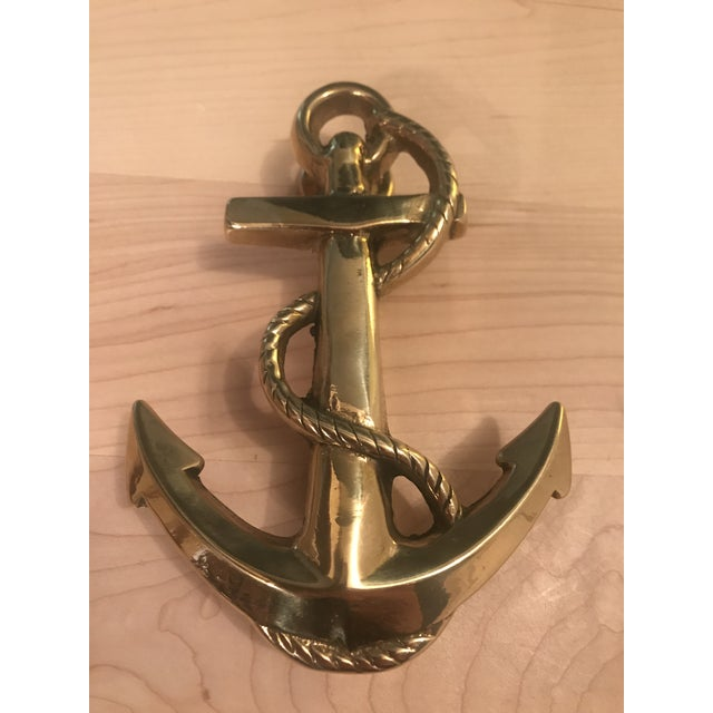 Listed is a solid brass rope & anchor door knocker. This piece is in good condition with no issues to note and will be a...