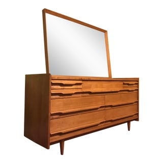 Mid-Century Modern Blonde Wood Chest of Drawers with Mirror For Sale