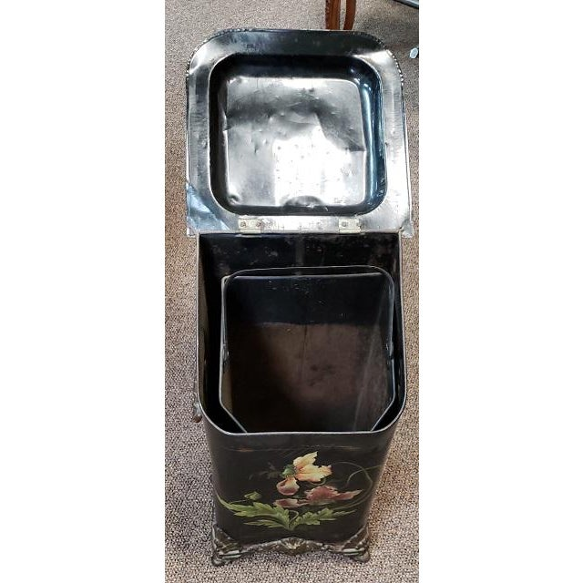 Traditional American Victorian Hand Painted Firewood Bin W/ Insert C.1890s For Sale - Image 3 of 13