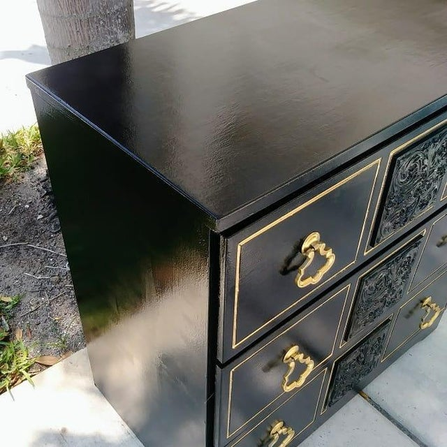 1970s Dorothy Draper Style Hollywood Regency 3 Drawer Black Gold Vintage Small Dresser For Sale - Image 5 of 8